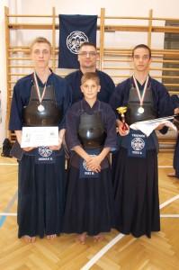 Balról jobbra : Szemán Bence ,Foki Marcell ,Tóth Bertalan. Hátul Balogh Tibor